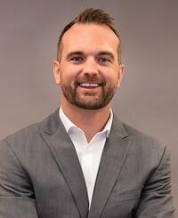 Agente de seguros Travis Davis