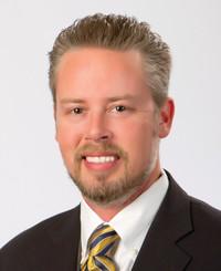 Agente de seguros Adam Hopkins