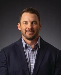 Agente de seguros John Hall