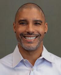Agente de seguros Derek Spears