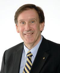 Agente de seguros Michael Dougan