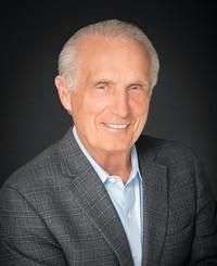 Agente de seguros Roger Mangan