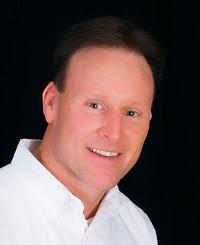 Agente de seguros Chuck Hollowell